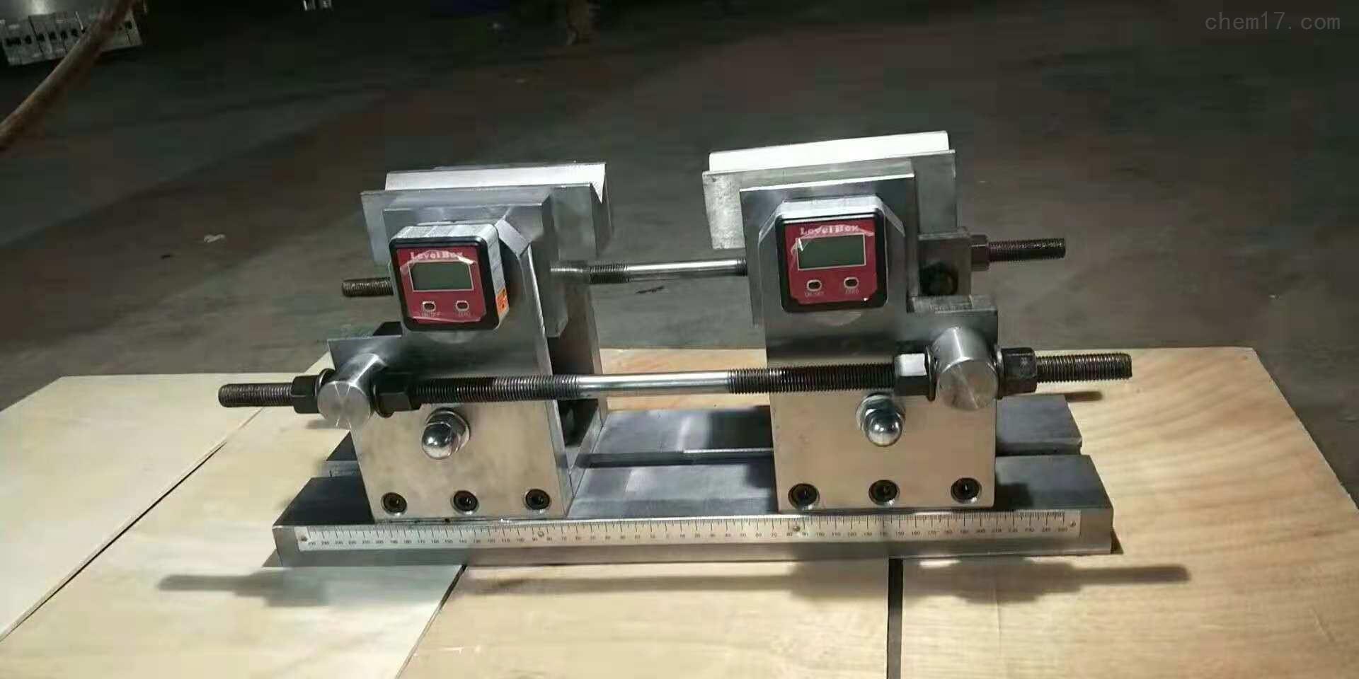 装在万能试验机上用的钢筋反向弯曲试验装置