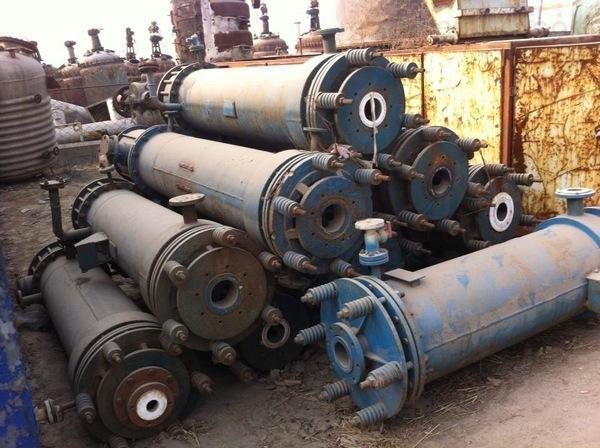 长期大量回收石墨冷凝器设备回收价格